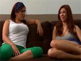 Trata de seducir a una amiga para follarsela
