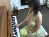 Las tetazas de una de mis alumnas de piano