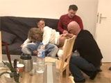 Tres amigos follandose a una guarra alemana