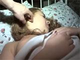 Mientras su hija duerme