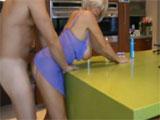 Porno con mamá en la cocina