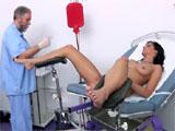 Otro ginecologo aprovechandose de una paciente