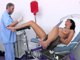 Otro ginecologo aprovechandose d