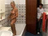 Como me pone ver a mamá en la ducha