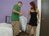 Ayudo a mi hijo a limpiar la habitación