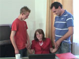 Mama se folla al padre y al hijo