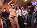Fiesta en el pub con unas maduras