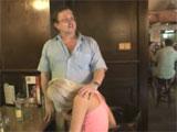 Mi hija me la chupa en el bar