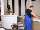 El carpintero y su ayudante femenina