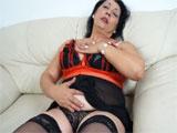 Madura casada se masturba en el chat XXX