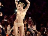 Miley Cyrus muy caliente en los premios MTV