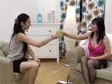 Madre e hija en una celebración intima