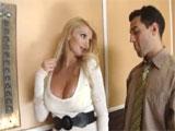 Madura se liga a un chaval en el ascensor