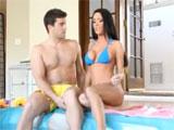 Tonteando en la piscina con mi cuñado