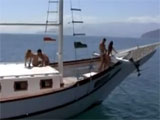 Pillados follando en la cubierta del barco