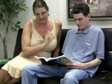Ver a mi hijo leer me pone cachonda