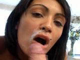 Tiene un piercing en la lengua y me la chupa