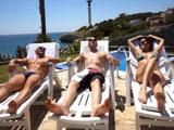 Tres amigos pasan un fin de semana de relax