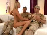 Levantando la moral a los soldados