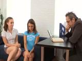 Cito en mi despacho a dos alumnas