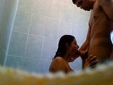 Cámara oculta en la ducha follando con amiga