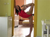 Chica flexible auto-follandose