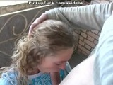 Jovencita mamando verga en el balcón
