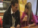 Se conocen en la cafetería y surge el amor