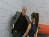 Mujer presa se folla al director de la cárcel