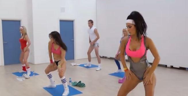 Clase de yoga convertida en orgía XXX - Orgias