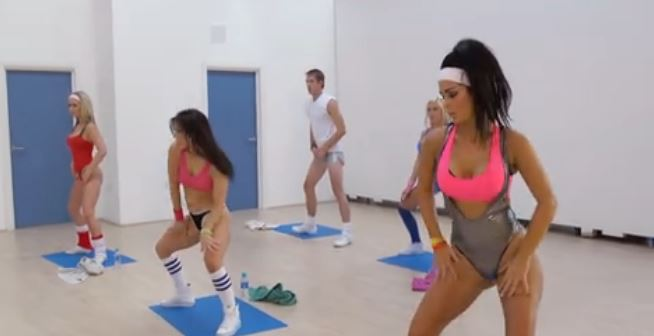 Clase de yoga convertida en orgía XXX
