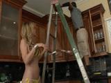 Rubia follándose al electricista en casa