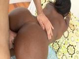 Sexo con negra cañón por el culete