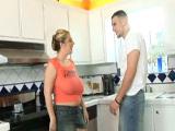 Follando en la cocina con cerda tetona