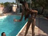 Follando con mi cuñada en la piscina