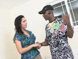 Sexo interracial con morenaza milf