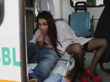 Sexo con la enfermera en la ambulancia