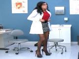 Follando con la doctora, pedazo de milf