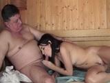 Se folla a una prostituta joven en la sauna