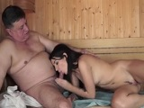 Se folla a una prostituta joven en la sauna - Morenas