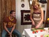 Sexo con mama en la cocina