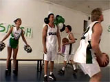La animadora y el cachondo equipo de baloncesto
