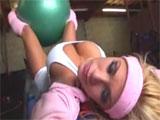 Shyla Stylez excitadisima en el gimnasio