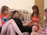 Sexo con unas amigas de mi hermana