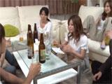 Sexo y alcohol en una fiesta con chicas japonesas