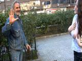 Silvia follandose a un mendigo de madrid