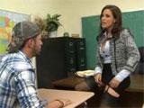La directora escarmentando a un alumno