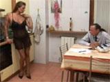 Sexo con su señora en la cocina