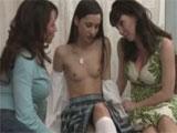 Dos maduras y una joven colegiala