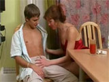 Mama con su novio de 23 años